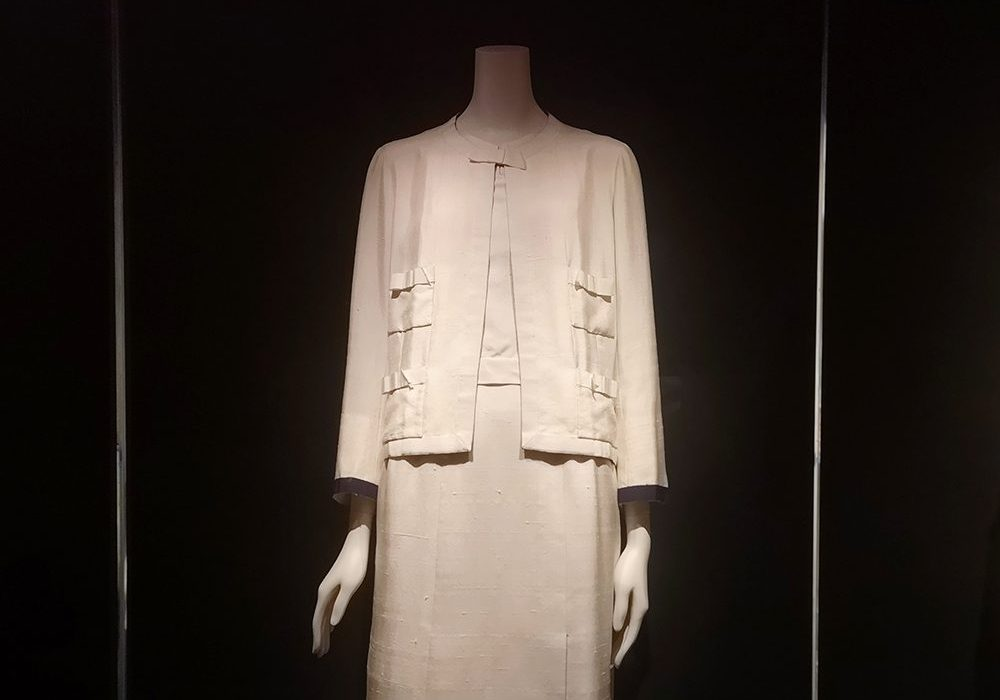 Suit with Jacket, Bluse and Skirt / 1962 / Coco Chanel / Palais Galliera / 2021 / Hasselt (Belgium) Modemuseum