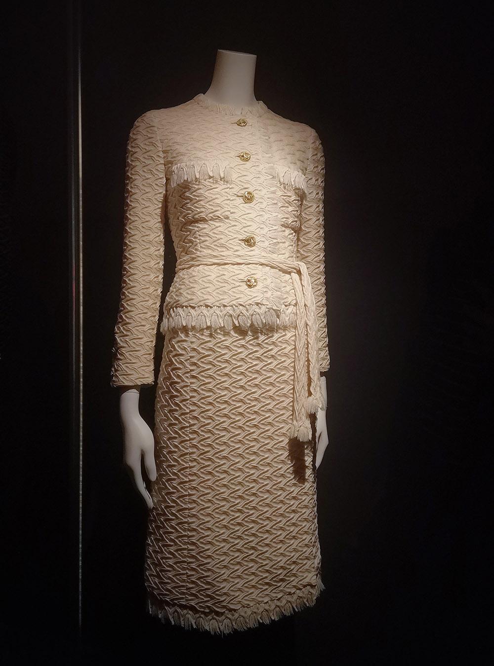 Suit with Jacket, skirt & belt / 1976 / Paris, Musée des Arts Décoratifs
